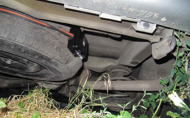 Как крепится трекер GPSavto на Mercedes Vito